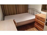 Spacious room to rent with double bed for a person
