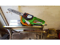 Electric chain saw and saw horse