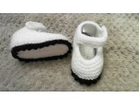 Hand made knitted baby girls shoes 0-3 months NEW