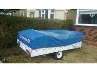 Camping trailer / trailer tent