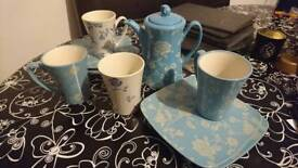 Teapot, mugs and plates set