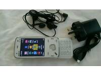 Nokia n86 unlocked with box charger earphones