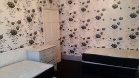 Room to let in LS11, 70/week, all included