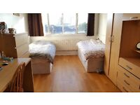 AMAZING TWIN ROOM TO SHARE WITH OTHER GIRL