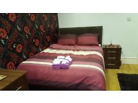 *** ROOMS TO RENT *** 2 WEEKS RENT FREE *** NO BOND *** CLOSE TO COLLEGE AND UNIVERSITY ***