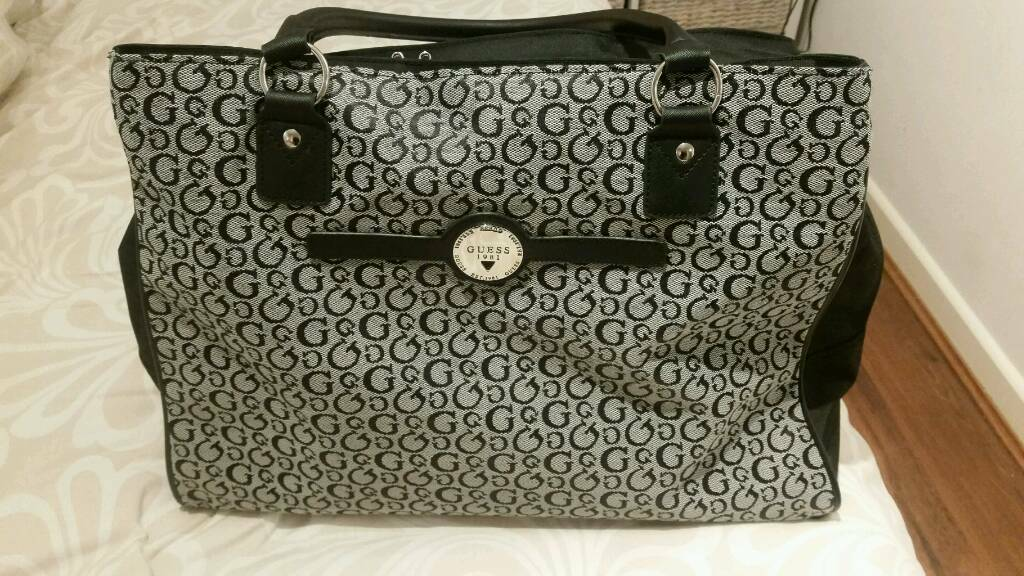 Guess Overnight Bag in Black   Grey   nearly new   19f65f269702b