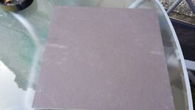GREY FLOOR TILES 4 BOXES ; 6 PIECES FOR BOX SIZE ; 40cmx40cm NEVER USE IS STILL BOX