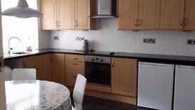 *3 bedroom Flat* To let above shop in Burnt Oak/Colindale area