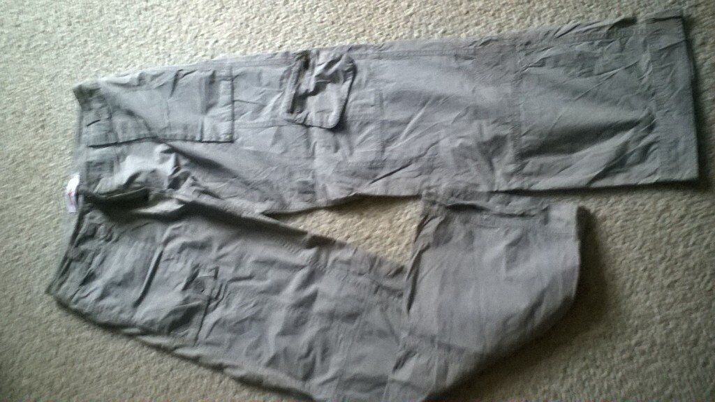 joe browns khaki cargo trousers size 12in Thornaby, County DurhamGumtree - Joe browns khaki cargo trousers size 12.zip Pocket on left leg, also embroidered on left leg. Excellent condition. Photo doesnt do them justice. £10