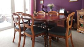 Extending table / 6 grey faux leather effect chairs