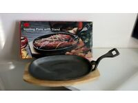 Sizzling Plates with wooden stands - PAIR