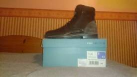 Mens brown redherring leather boots SIZE 8.