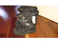 Kids Black Unisex snow boots size 7