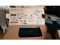 BT BROADBAND SMART HUB WITH ALL LEADS BOXED
