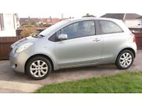 SILVER TOYOTA YARIS, 3 DOOR HATCHBACK, VERY LOW MILEAGE, CAREFUL LADY OWNER, EXCELLENT CONDITION