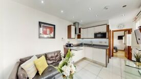 Modern 1 Bedroom Flat - Private Garden Access - Baker Street