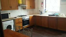 4 BED HOUSE FULLY FURNISHED BD7 GREAT HORTON AREA