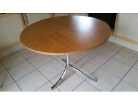 Round breakfast table (105 cm diameter)