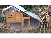 RABBIT / GUINEA PIG HUTCH (AS NEW) WITH WATERPROOF COVER - £45