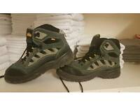 Safety shoes..men's..size 10..44