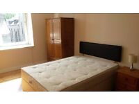 A double bedroom is available for short/long term rent only 10 minutes walk to city