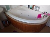 Jacuzzi Bathroom Suite Peach 6 jets good working order available end of next week. Free PUO
