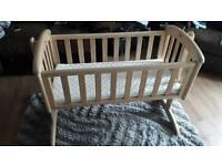 Neutral swinging crib