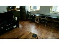 Spacious Piccadilly gardens flat available now