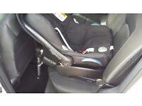 Isofix base and maxi cosi pebble baby car seat