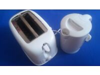 WHITE TOASTER AND KETTLE SET FOR SALE