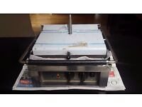 New Roller Grill PANINI R Single Contact Grill Ribbed Top & Base