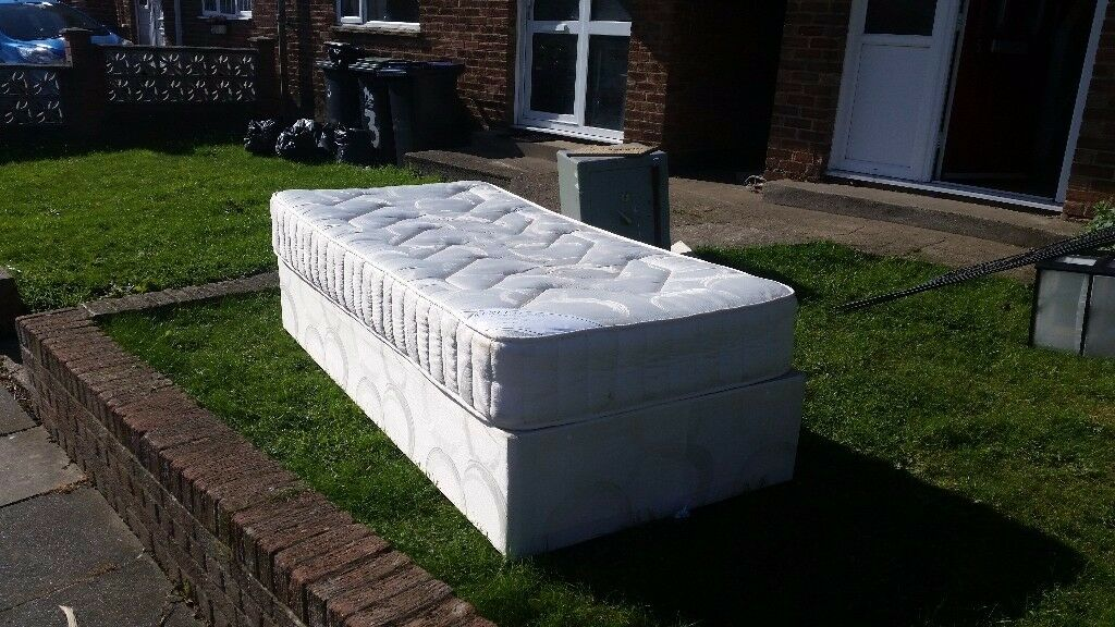 Single bed very good mattress cheap need gone £15