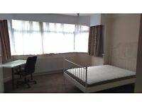 En-suite,double-twin room.Free parking.Golders Green.