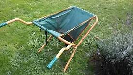 Foldable lightweight wheelbarrow