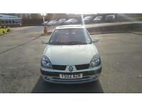 Renault Clio 1.2 in excellent condition drives like new long MOT