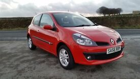 Reanult clio 2006 1.4 litre petrol good conditon joy to drive ideal first car