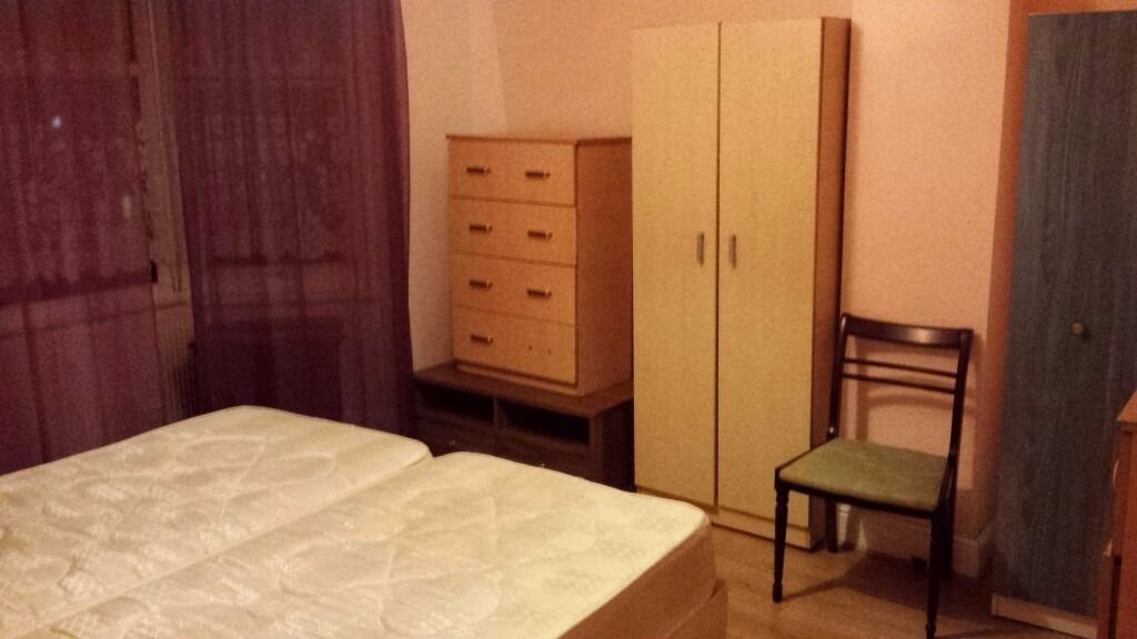 Manor Park between Ilford and East Ham in nice clean house double room to rent