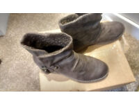 ladies boots size 5 worn once
