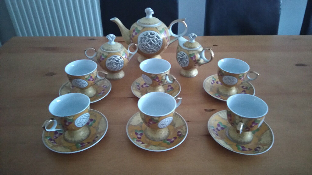 BEAUTIFUL DESIGN 15 PIECE TEA SET MINT CONDITION