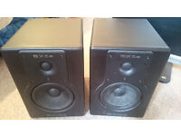 M Audio BX5a Deluxe pair - only one working