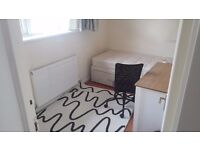 Single bedroom in a 4 bedroom house.(very close to warwick uni.)