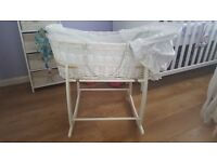 Moses basket and stand white