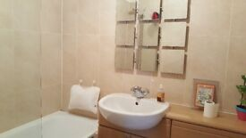 Room to let in a modern 2 bed apartment with separate toilet & bathrm @£390/m in Belvedere