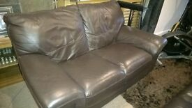 2 SEATER LEATHER SOFA VERY GOOD CONDITION