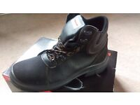 Safety shoes and boots, size UK 11