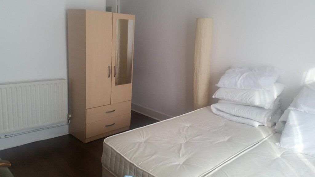 LARGE DOUBLE BEDSIT, LEIGHTON GARDENS, KENSAL RISE, NW10