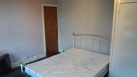 Large Double Room to Let £500 per month all inclusive.