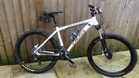 Whyte 905 XC Mountain Bike in as new condition!