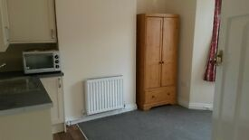 Single room with Kitchenette close to Swindon Town Centre