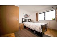 **3 BEDROOM FLAT** Furnished/Unfurnished!! Large bedrooms!! Newly fitted kitchen!! Hackney, N16!!
